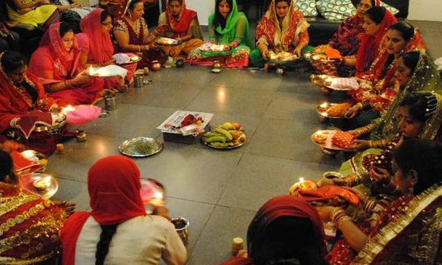 Karwa chauth puja karva chauth pooja process how to do for Aarti thali decoration with grains